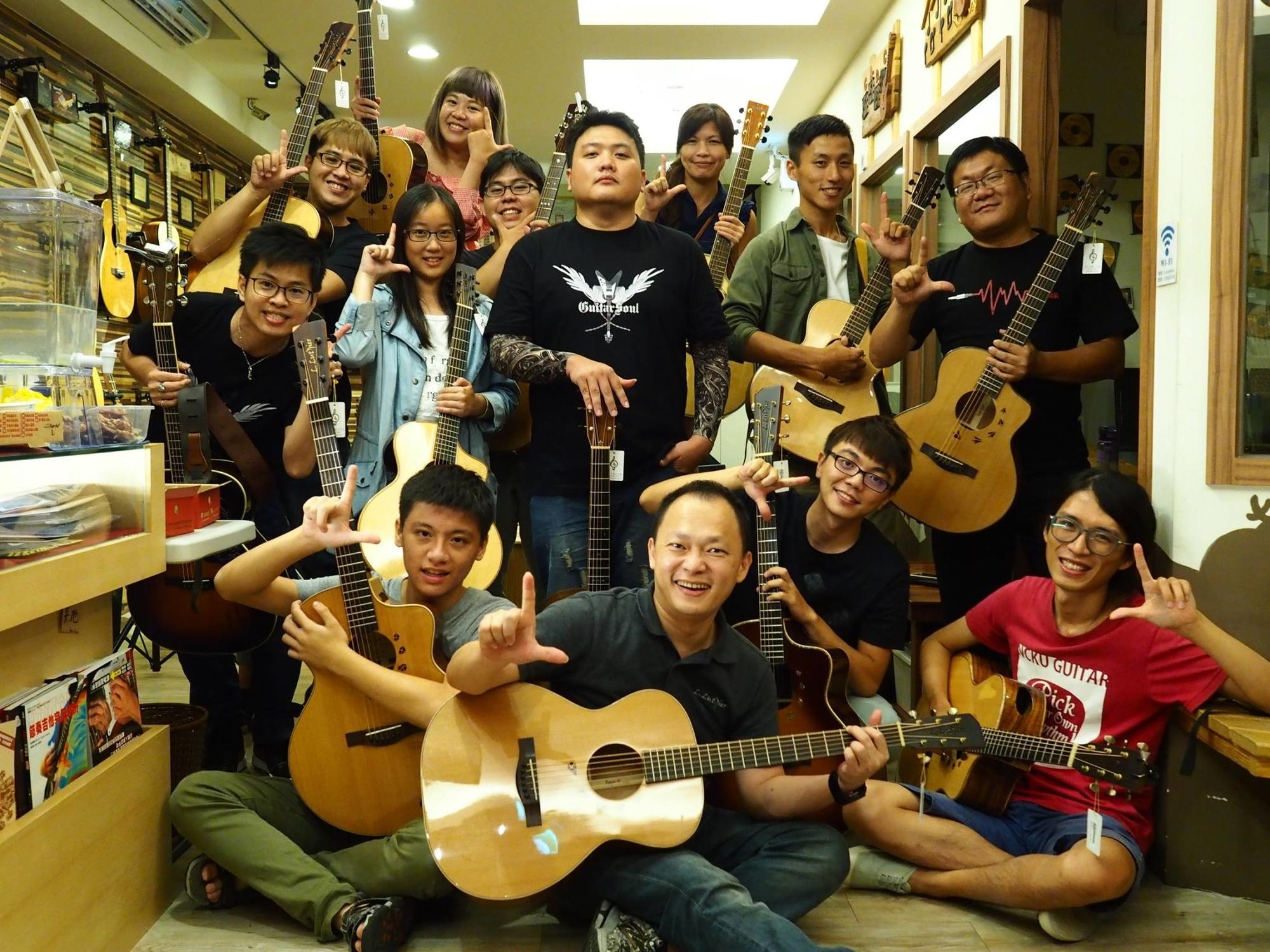 L.Luthier吉他與生為吉他人死為吉他魂版主河豚於新竹陸比音樂舉辦吉他魂聚會-大合照