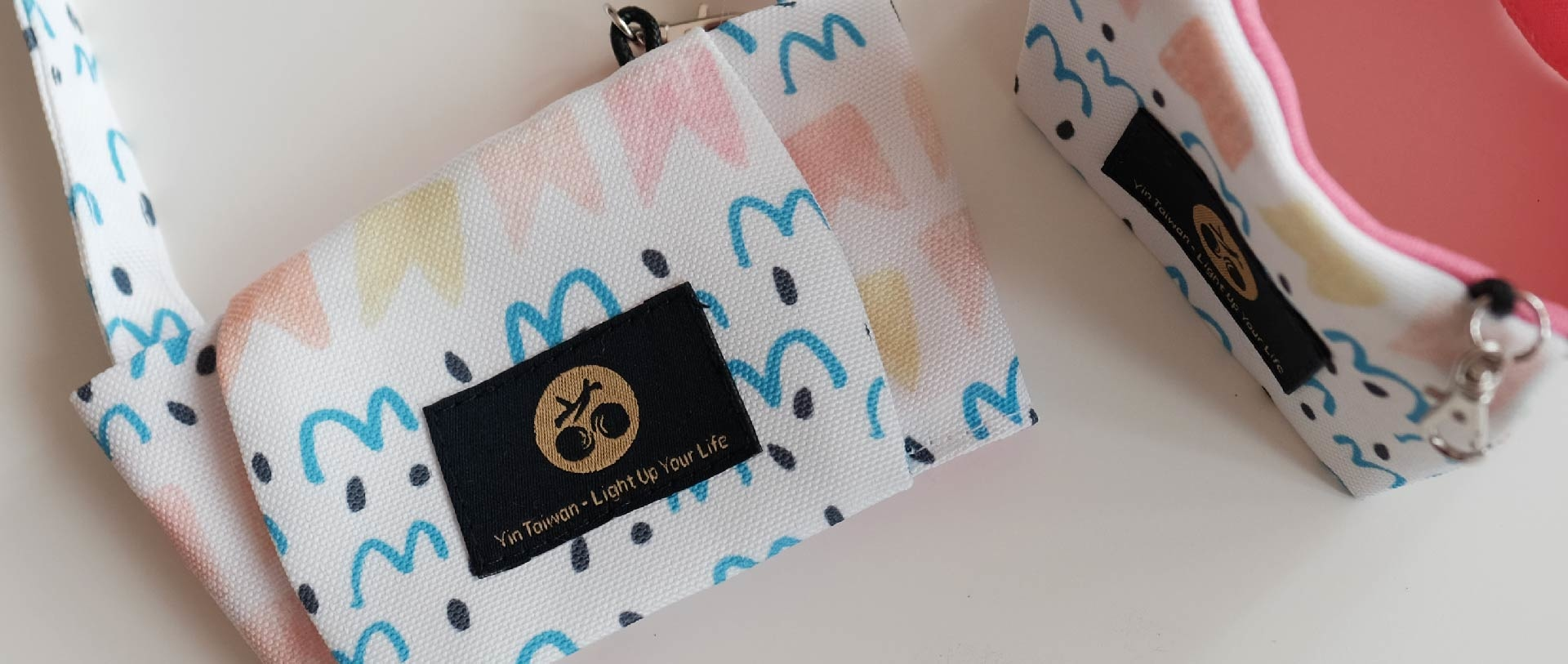 海洋環境與塑膠垃圾議題的故事印花設計_條紋魚飲料提袋