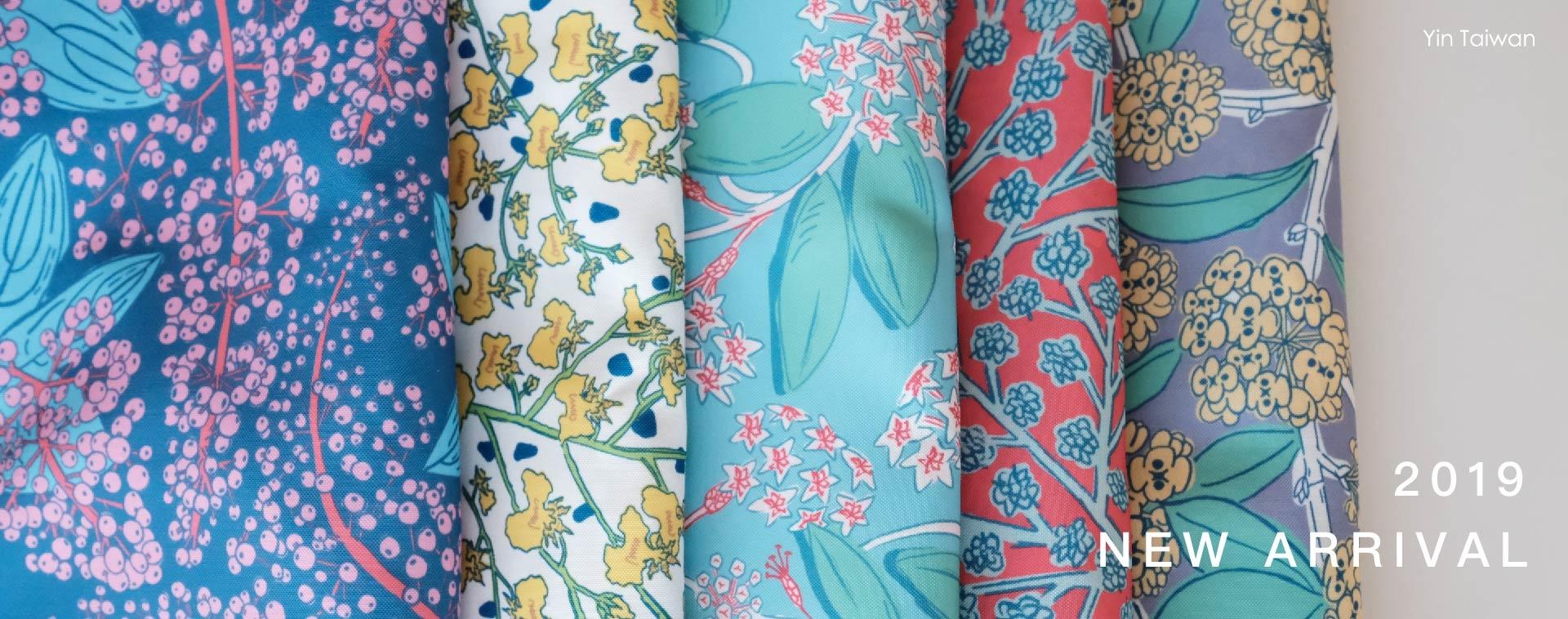 寶蓮花、文心蘭、毬蘭、滿天星、桂花的印花布