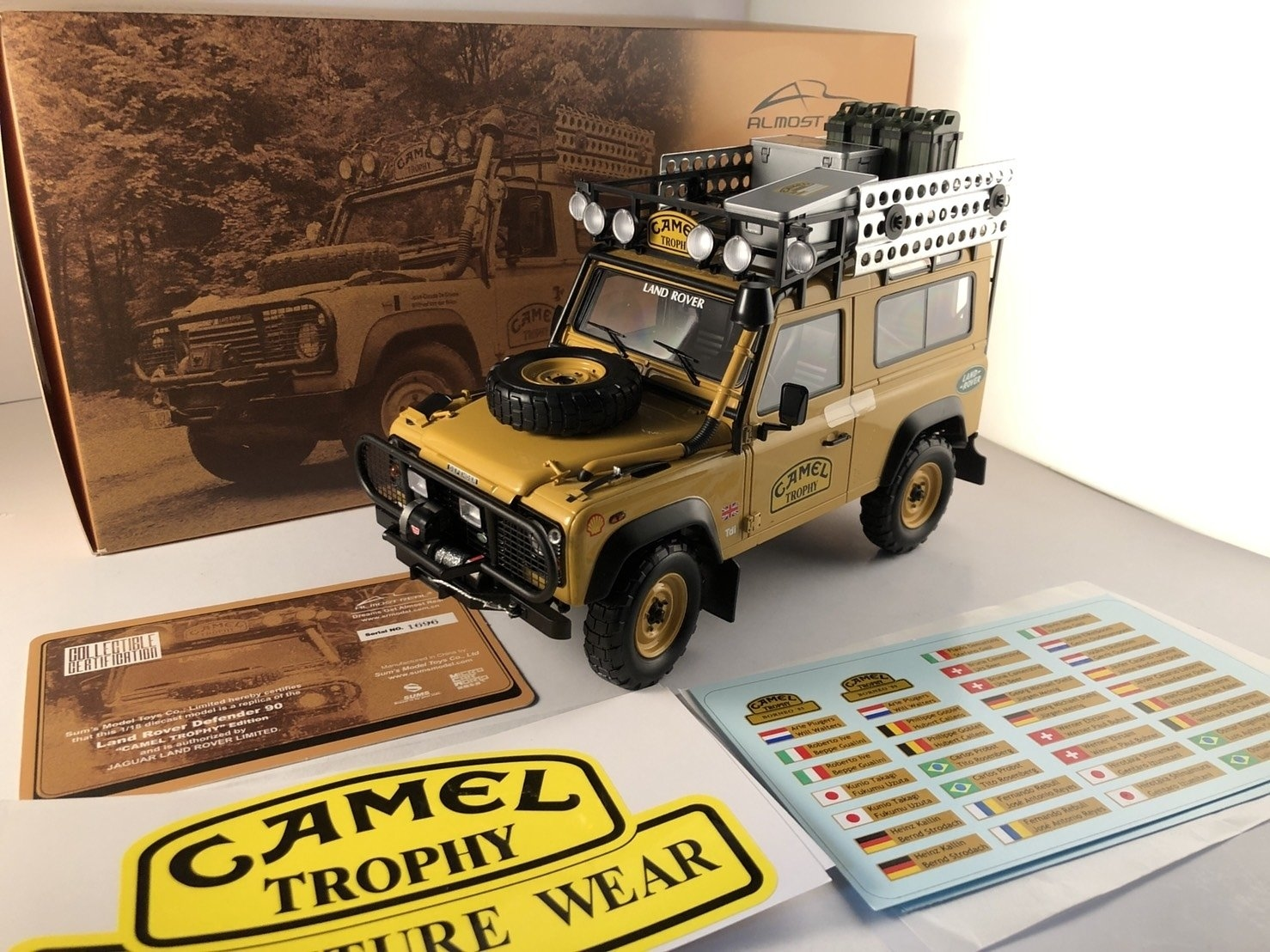 Almost Real 810211 Land Rover Defender 90 Camel Trophy Edition 駱駝杯 1/18