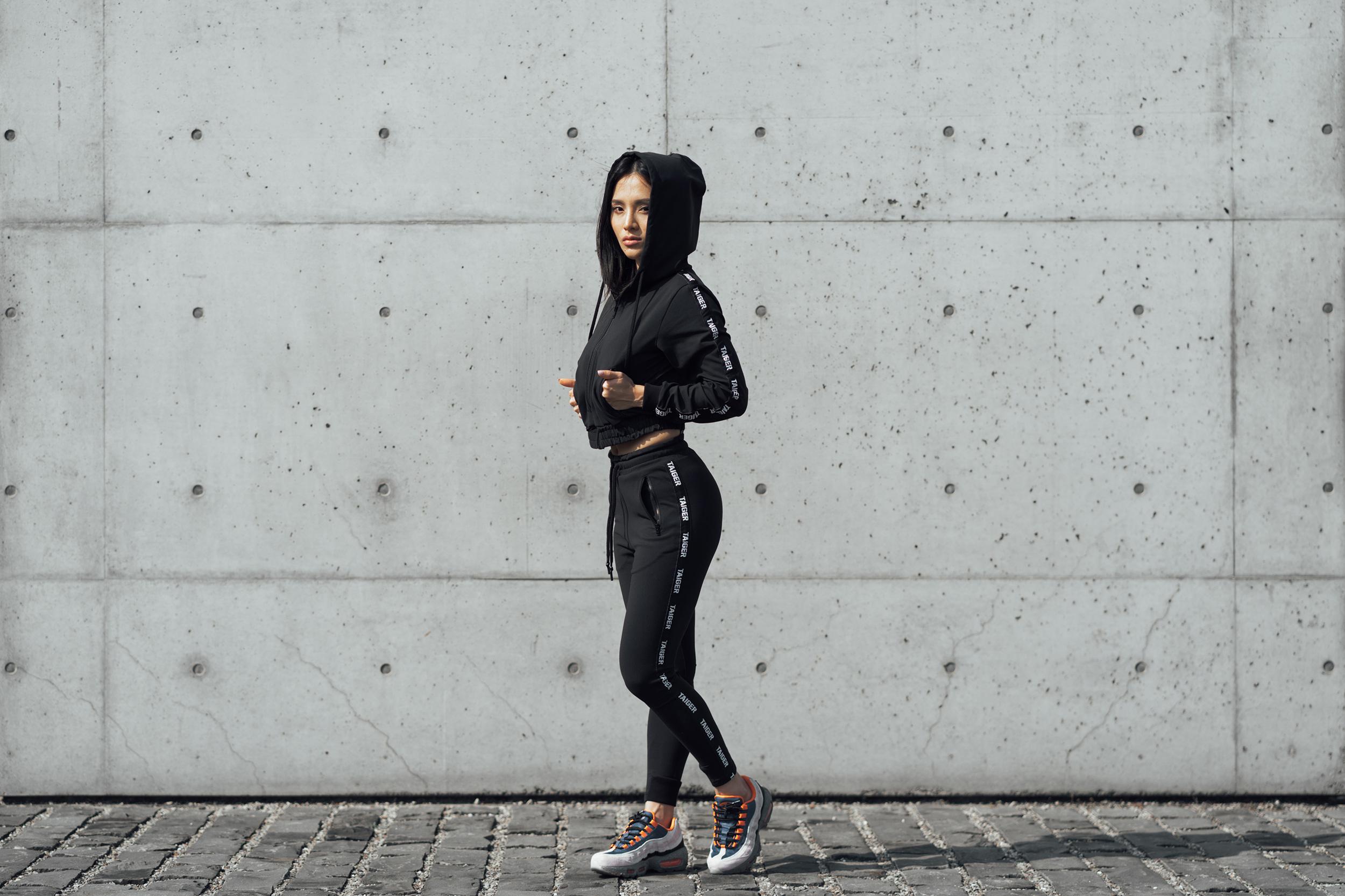 女生運動套裝,黑色,輕薄、吸濕排汗、版型具有立體感