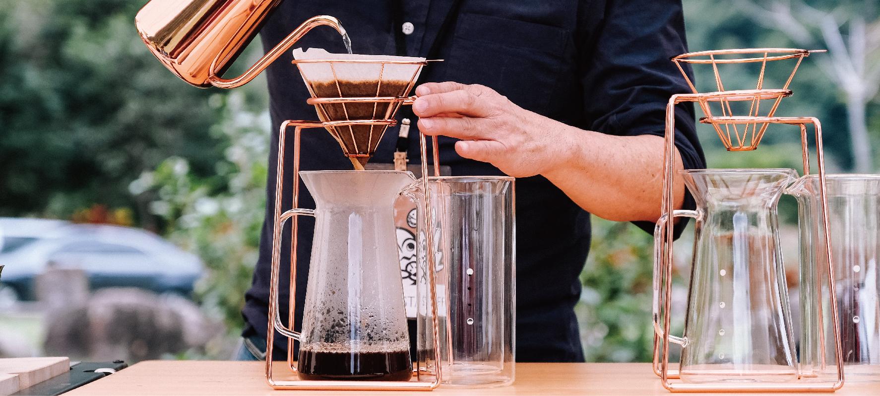 咖啡教父鄭超人在ZeraCafe戶外咖啡廳手沖精品咖啡