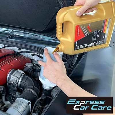 Super Resurs Motor Oil 5W40 Ferrari 612 Scaglietti pouring engine