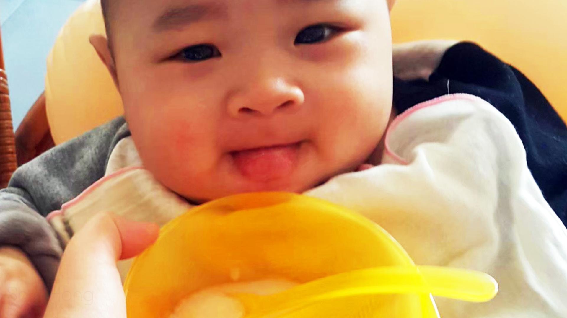 從孩子的副食品開始  在台灣大部分的爸爸媽媽  都會以10倍白米糊  粥之米湯為首選  直到長出乳牙的過程