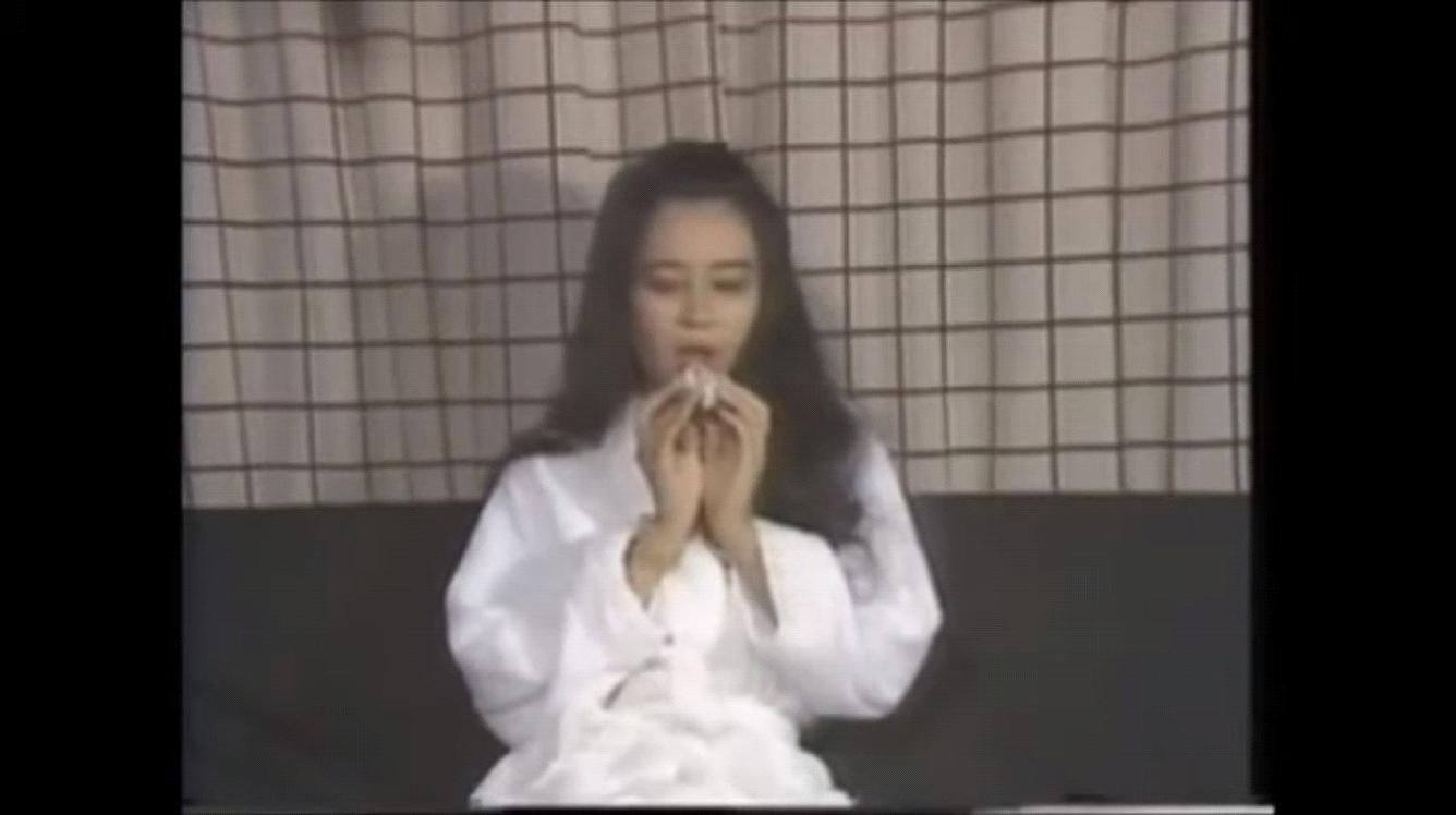 由村西透執導,黑木香av出道作《我喜歡SM》,透過吹笛子的方式來將女人對性的渴望表現出來。