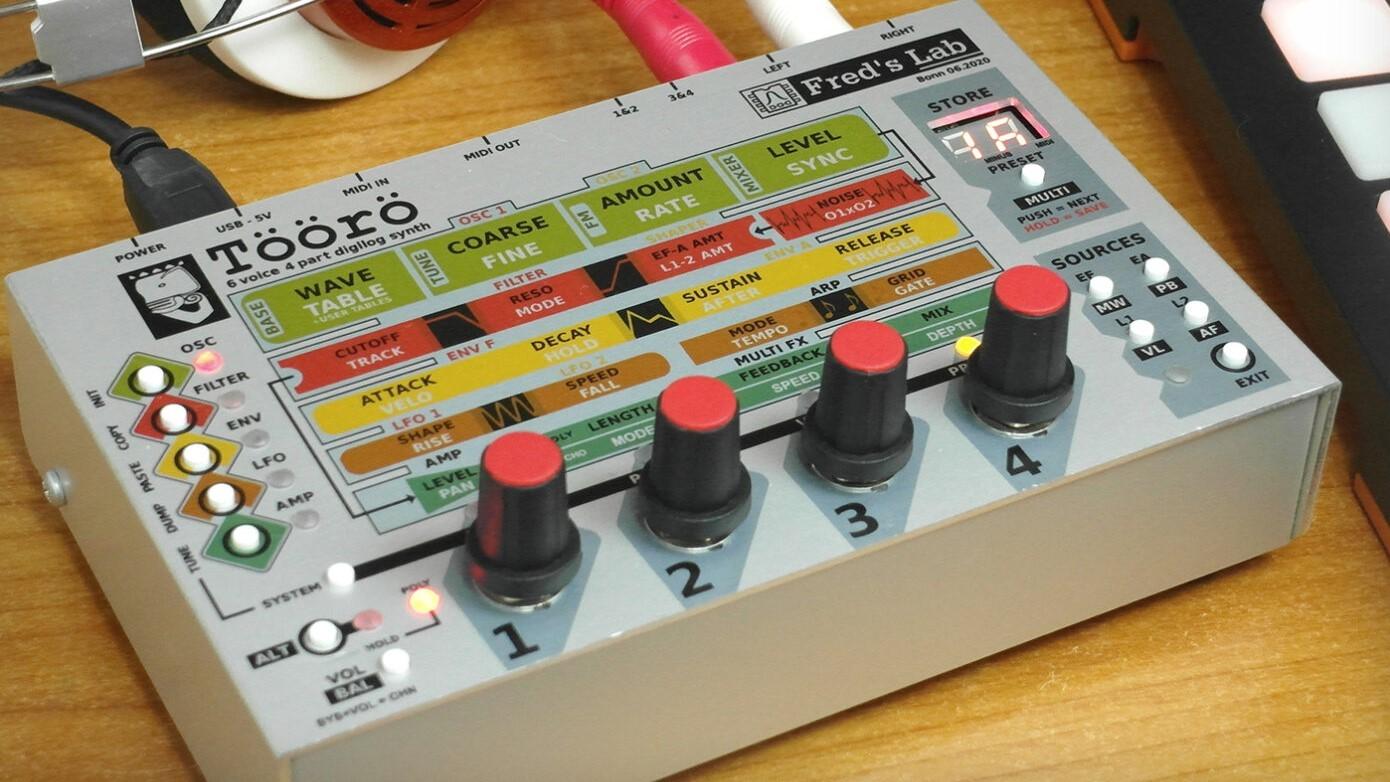 具有12位振盪器、模擬濾波器的Töörö 混合和弦超合成器