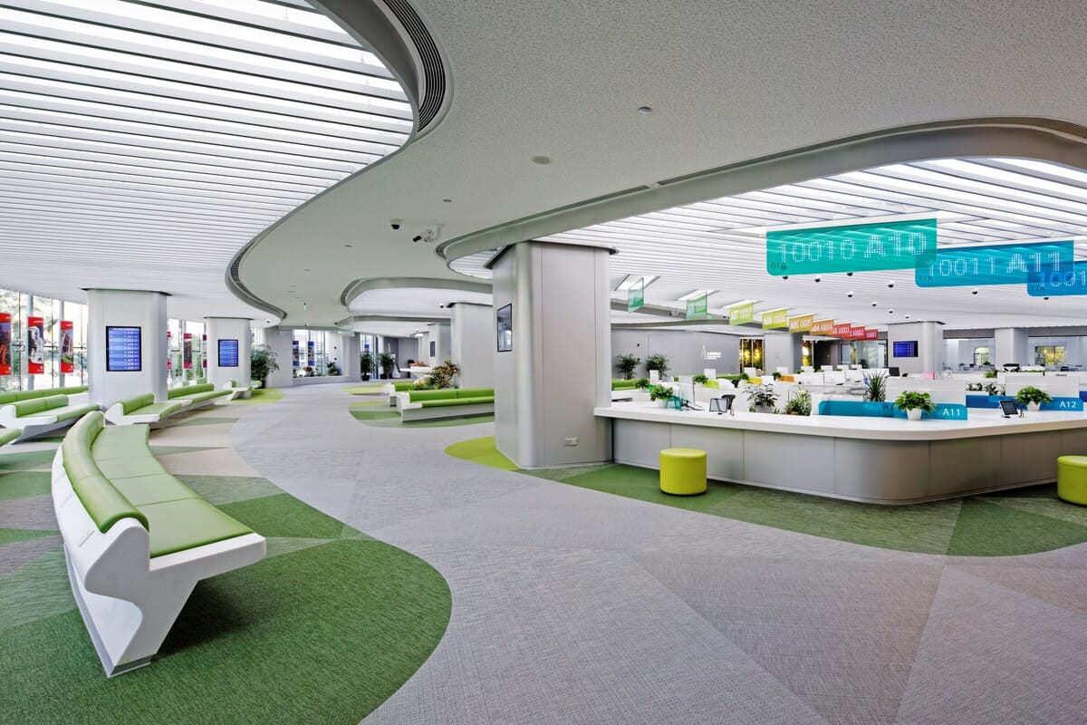 上海徐匯行政服務中心鋪設瑞典Bolon編織地板,用綠色和灰色做大塊現場拼花設計